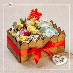 Подарочный набор с живыми цветами-1